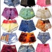 Los pantalones cortos en todos los colores diferentes.