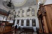 בבית הכנסת אוהל יצחק בירושלים