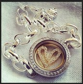 Silver locket with Window Plate