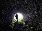 4. Marianela está en la mina.  Ella quiere suicidarse, pero es rescatada por Teodoro Golfín. Ellos van a la habitición de Florentina y Pablo.