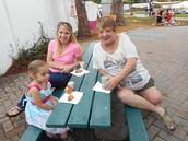 Juliette, mommy and grandma.