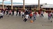 Los estudiantes que disfrutan de tiempo juntos.