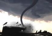 how do tornados form