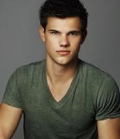 Leon (Taylor Lautner)
