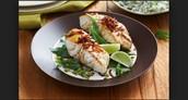 El pescado con verduras de hoja