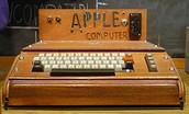Cynnyrch Apple Cyntaf