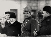 Члены Правительства СССР и руководители области Члены Правительства СССР и руководители области принимают военный парад на площади им. В. В. Куйбышева 7 ноября 1941.