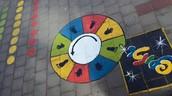 2. משחקים בחצר בית הספר