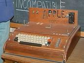 Cynhyrchiad cyntaf Apple