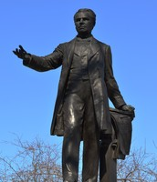 Statue of George Etienne Cartier