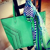 The Fillmore tote, a best-selling bag in a color that looks good on everyone!