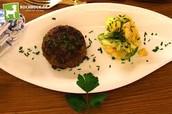Frikadellen mit Kartoffelsalat und Baeryrischem Senf 17€