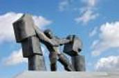 הנצחתו דרך פסלים