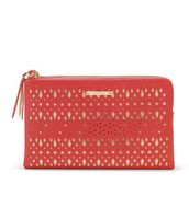 Clutch in coral red