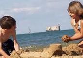Me gustaba ir a la playa y jugar en la arena.