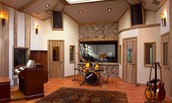 Full band size tracking rooms