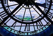 Vue à travers l'horloge