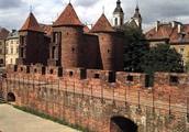 В Польше город величавый называется Варшавой