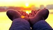 Bénéficier des effets bienfaisants de l'énergie transmise par les mains pour permettre de restaurer les points sensibles et douloureux du corps et de recouvrer vitalité et santé