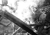 Установка «ежей» для противотанковых заграждений. 1941 г.
