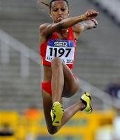 Ana haciendo el salto triple