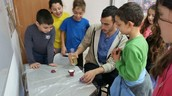 עורכים ניסוי בנושא התפרצות הר געש