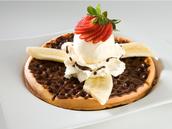 Waffle de chocolate y helado.
