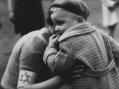 """תמונה שצולמה בגטו ורשה במאי 1942 ע""""י וילי ויסט צלם תעמולה שנשלח מטעם השלטון הנאצי"""