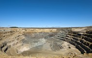 De Beers Victor Diamond Mine in Attawapiskat