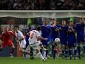 Juninho in one of his free kicks