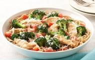Pasta con pollo con brócoli a  la parmesana