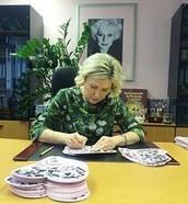 12 мая! В вашем заказе открытка с личной подписью Аллы Соколовой!
