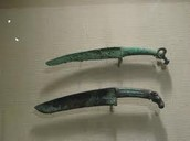 Ancient Bronze Weaponry : Daggers