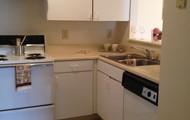 Large Kitchen! Dishwasher!