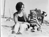 Marilyn Monroe y su madre