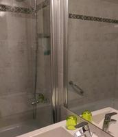 La douche et le lavabo