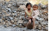 Two children of a road worker in India