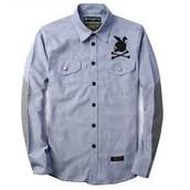 la camisa apretada treinta dólares