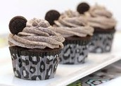 choocolet cupcake with a Oreo frosting with a Oreo cokie