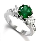 Make Your Day Special With An Emerald Engagement Ring