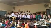 """מקהלת ביה""""ס  בטקס חנוכה"""