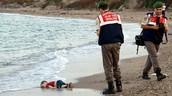 Niños ahogados en los mares griegos.