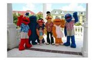 Omg its elmo and the gang  celebs love to come here!!!!