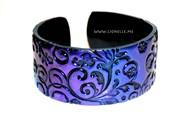 Glimmering bracelet