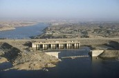 What are positive things about the Aswan Dam?