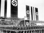 אדולף היטלר נואם בשדה התעופה טמפלהוף בברלין, 1 במאי 1935