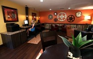 24-hour Internet Cafe!