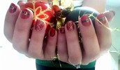 'Tis the Season for Festive Nails