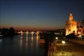 La torre en la noche