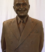 A statue of Harry Truman